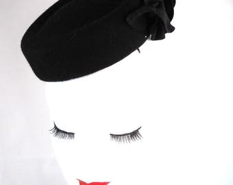 Bibi fascinator shape pillbox of black felt with flowers