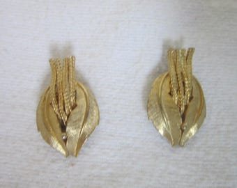Vintage Stylized Brushed Gold Tone Leaf Clip on Earrings