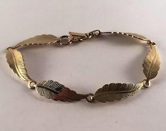Sarah Coventry gold tone leaf bracelet