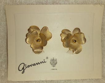 Vintage Signed Giovanni Clip On Gold Tone Earrings