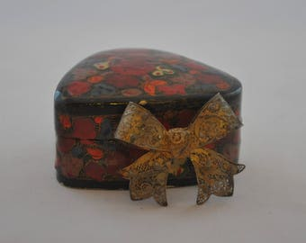 Vintage 1930's Filigree Bow Pin