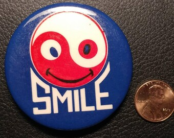 "Vintage Pinback Button - ""Smile"""