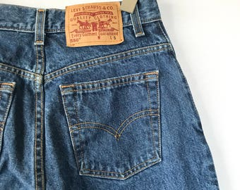 FREE SHIPPING Levi's high waisted mom jeans, Levi's 550, 26 27 inch waist, Size 6
