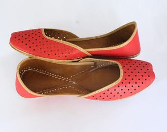 Women Shoes/Punjabi Jutti/Carrot Shade Flat Shoes/Indian Leather Shoes/Ballet Flats/Muslim Shoes/Handmade Bridal Khussa Women Sandals