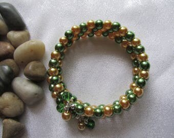 Gold and Green Glass Pearl Memory Wire Bracelet
