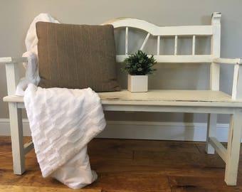 Beautiful Primitive & Rustic Bench