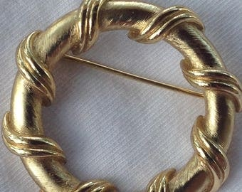 vintage crown trifari round wreath brooch in gold tone and beautifully crafted from circa 1970's.