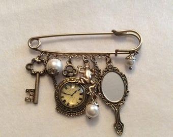 Steampunk charm pin brooch kilt pin