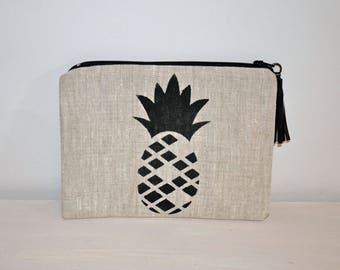 Pouch / case pineapple in linen with leather tassel