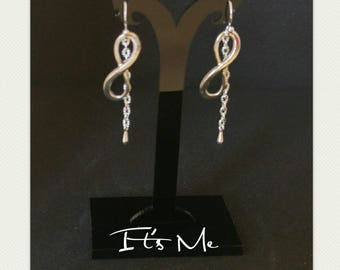 Earrings being infinitely chained