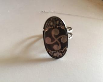 bijoux vintage, ancienne bague du Pays Basque à la croix Basque, svastika, old Basque Country ring at the Basque cross, swastika