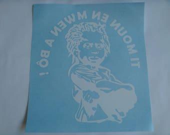 "Sticker child Caribbean ""Ti in mwen a bo moun!"" glossy white vinyl height 26 cm and width 23.5 cm (inverted pose)"