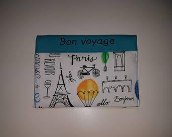 """étui passeport, papiers voiture avec 2 compartiments à cartes simili cuir bleu brodé """"Bon voyage""""  et tissu """"Paris"""""""