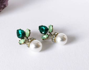 Earrings with pearls, crystals: green, gold, white