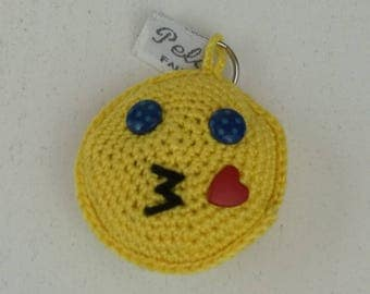 "Keychain ""Smiley blue eyes dark making a kisses"" crocheted in fine cotton"