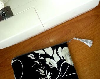 Lined zipper toiletry/make-up bag