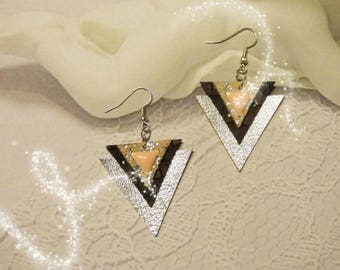 Very pretty triangular earrings silver tone leather and Brown