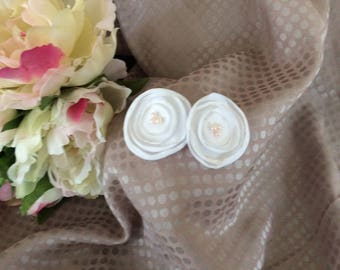 Flower 4 cm White Satin with pearls