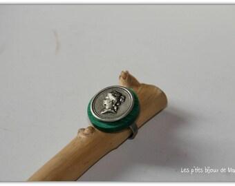"""Bague boutons vert et argenté """"portrait de femme"""""""