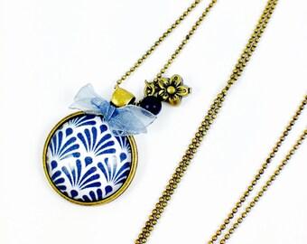 Bronze necklace - cabochon - lilies