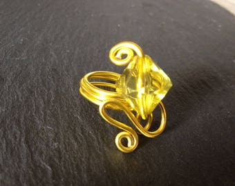 streamers d yellow aluminum and bead wire ring