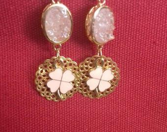 clovers estampet pink rosette filigree Golden pearls pink agate earrings