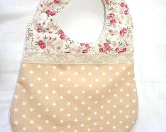 Bavoir tissu coton liberty avec des roses, étoiles et éponge pour les bébés de la naissance à 12 mois et plus
