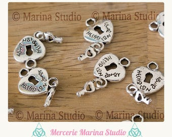5 adorable silver heart and key hecho con amor: made with love in Spanish