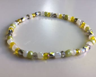 Summers bracelet with small yellow glass beads