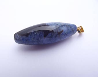 Pendant is Agate oval dyed TRIX 849