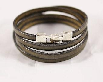 Khaki leather bracelet