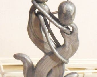 Entwined lovers