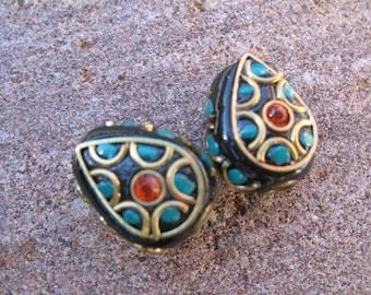 1 black Indonesian beads, rhinestones and pearls
