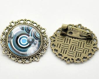 Blue circle brooch