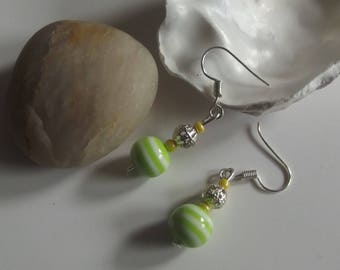 Dangling earrings in silver and pearls