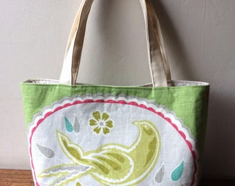 Canvas bag with a bird and asiatique pots