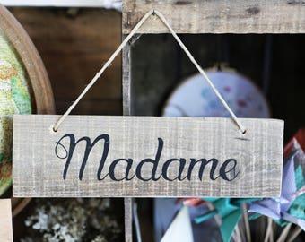 """""""Mr"""" & """"Mrs"""" wooden sign"""