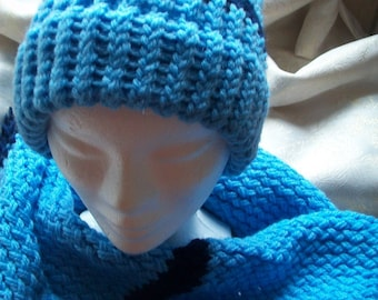 Hat and scarf set has blue and Navy blue fringe
