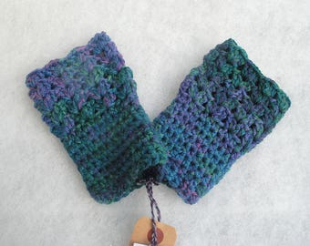 Multicolored crocheted mittens