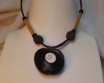 Vegetable necklace and 2-natural material.