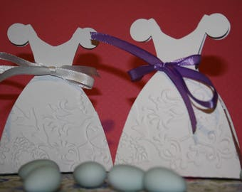 Set of 10 boxes with dragees-shaped embossed by hand for christening dress