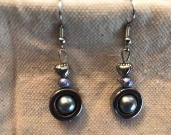Nickel earrings with gray bead