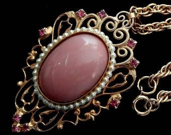 VTG Necklace Filigree Pin-Pendant + Gold Tone Chain Rose Pink Rhinestones & Faux Seed Pearls ET4833