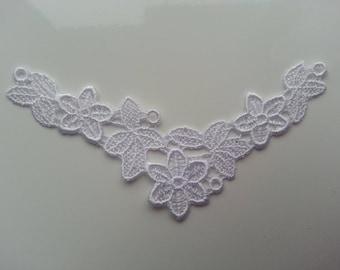 applique dentelle  collier blanc 10.5*6cm