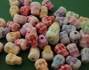 50 acrylic skull beads