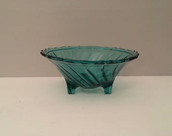 Jeannette Glass Swirl -3 footed open candy dish is in excellent condition. Made in the USA between 1937 and 1938