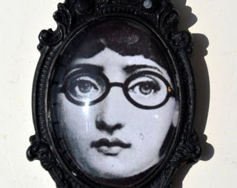 """""""Lina"""" black spindle with sunglasses"""