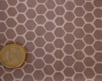 coupon 50 X 50 cm taupe honeycomb patchwork fabric