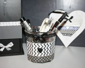 black and white makeup brushes or pencil pot lace