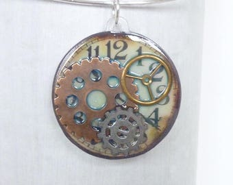 Round pendant, clock and watch wheels